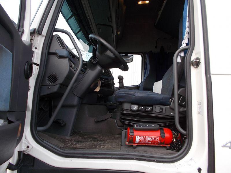 للبيع شاحنة فولفو موديل 2008