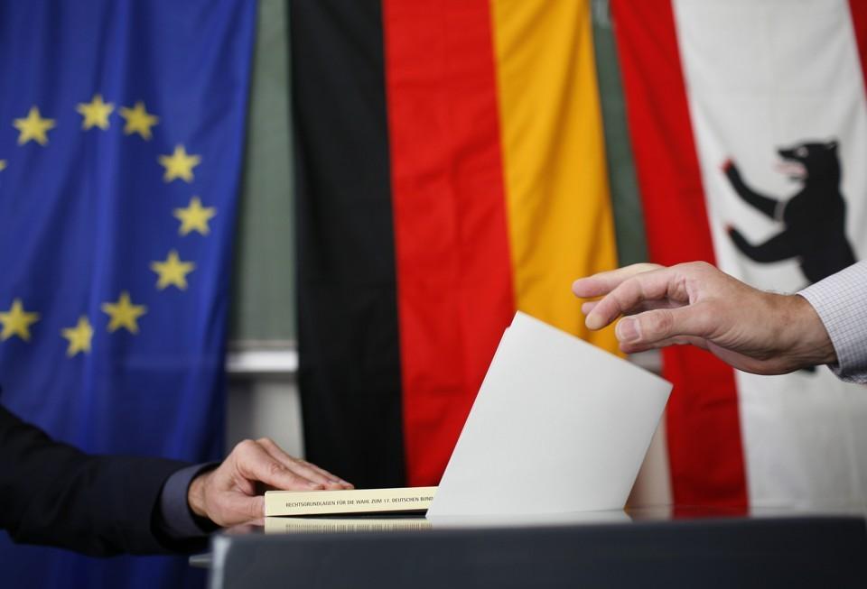 حزب البديل من أجل ألمانيا اليميني المتطرف AfD يعلب في حملته الانتخابية على مشاعر الخوف من الإسلام