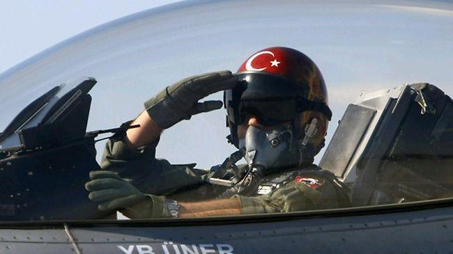 الحكومة اليونانية تلغي منح اللجوء السياسي لطيار عسكري تركي